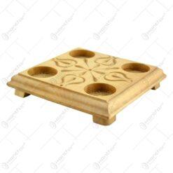 Suport pentru 4 lumanari realizat din lemn - Design traditional