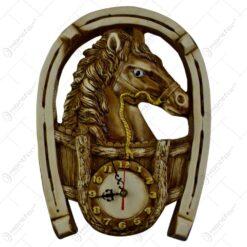 Placheta decorativa realizata din ipsos in forma de potcoava cu ceas - Design cu cal