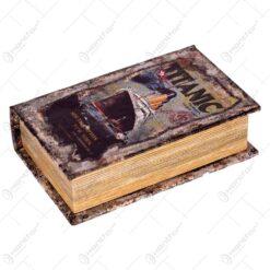 Cutie realizata din lemn in forma de carte - Titanic (17x11cm)