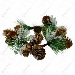 Coronita decorativa pentru Craciun cu ramuri si conuri de brad