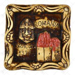Scrumiera din ipsos reprezentand castelul Bran si chipul lui Vlad Tepes
