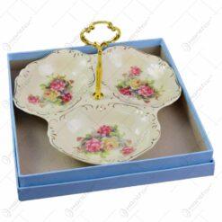 Platou cu maner cu 3 compartimente realizat din ceramica cu marginile poleite - Design Trandafiri (21cm)