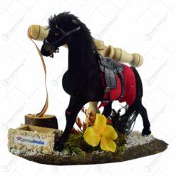 Decoratiune traditionala realizata din lemn - Fantana cu cal
