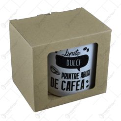 "Cana din ceramica in cutie decorativa - ""Ispite dulci printre aburi de cafea"""