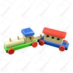 Trenulet colorat realizat din lemn cu un vagon