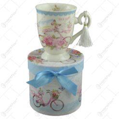 Cana realizata din ceramica in cutie cadou - Design vintage cu bicicleta