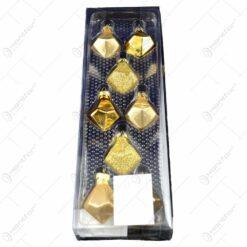 Set 8 globuri realizate din plastic in forma de romb pentru brad de craciun - Auriu