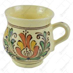 Cana din ceramica de Corund pictat cu motive traditionale in diferite culori