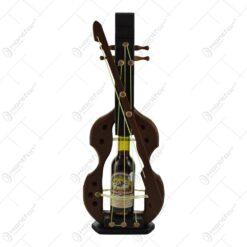 Suport lemn cu sticla de vin in forma de vioara. - Mica