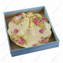Platou cu maner realizat din ceramica cu marginile poleite - Design Trandafiri (25cm)