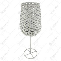 Candela in forma de pahar realizata din metal si ratan (Model 2)