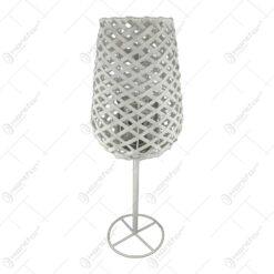 Candela in forma de pahar realizata din metal si rachita (Model 1)
