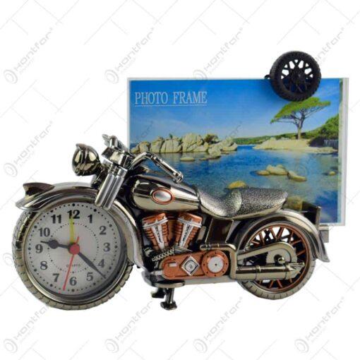 Rama foto in forma de motocicleta din plastic - Design cu ceas (Model 1)