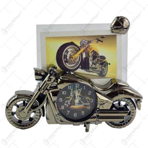 Rama foto in forma de motocicleta din plastic - Design cu ceas (Model 2)