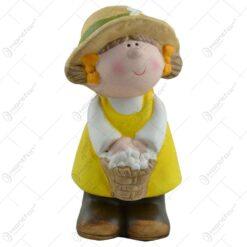 Figurina realizata din ceramica in forma de copil - Design gradinar - 2 modele Baiat/Fata