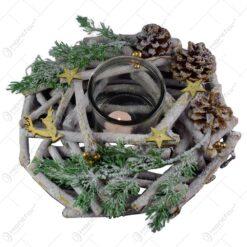 Coronita decorativa realizata din lemn cu suport de lumanare pentru Craciun - Design cu bobite. crengi si conuri de brad (Model 3)
