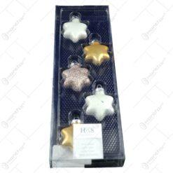Set 5 globuri realizate din plastic in forma de stea pentru brad de craciun - Diferite culori