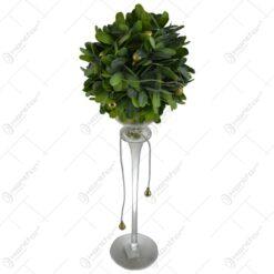 Decoratiune de Craciun pentru masa - Vaza cu plante artificiale decorata cu globuri