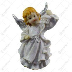 Figurina decorativa pentru Craciun realizata din ceramica - Ingeras cu aripi argintii - 2 modele (Model 1)