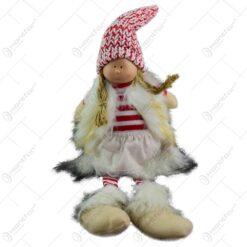 Figurina decorativa pentru Craciun realizata din material textil si plusat - Fetita cu caciula