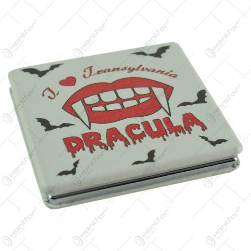 "Oglinda patrata de mana realizata din metal - Design ""I love Transylvania-Dracula"""