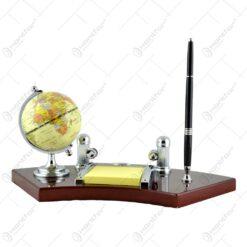Set birou din lemn elegant cu pix. ceas. diferite compartimente si cu globulet geografic pamantesc