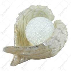 Decoratiune glob cu led intre aripi de inger