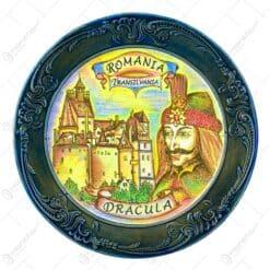 Farfurie din gips cu margine ornamentata. cu grafica in mijloc - Dracula Romania - Mare