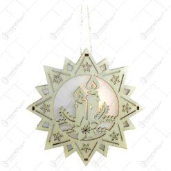 Decoratiune pentru geam realizata din lemn decorata cu lumanare - Forma Stea