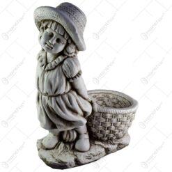 Statuie pentru gradina cu suport pentru floare - Fetita cu cos