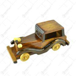 Masina realizata din lemn