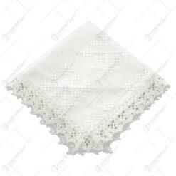 Servetel in forma patratica. tesuta cu motive populare si decorata cu dantele la margini