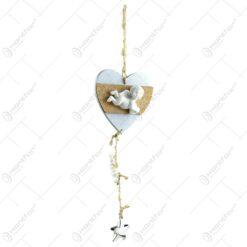 Decoratiune pentru geam in forma de inima realizata din lemn. decorata cu material textil si ingeras din ceramica - Diverse culori