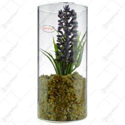 Floare artificiala in recipient de sticla