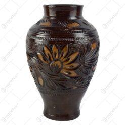 Vaza din ceramica lacuit. gravat si pictat cu motive florale
