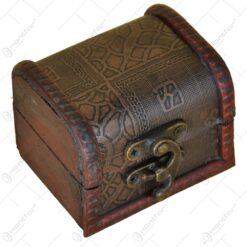 Cutie din lemn in forma de cub decorata cu piele artificiala cu patratele