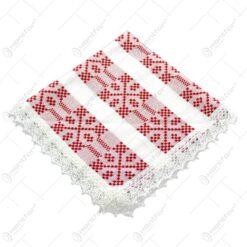Servetel in forma patratica. tesuta cu motive populare in dungi rosii si decorata cu dantele la margini - Mare