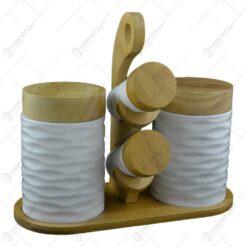 Set de recipiente pentru condimente realizate din ceramica alba pe suport de bambus