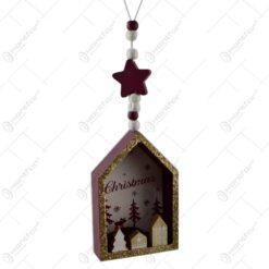 """Decoratiune de agatat realizat din lemn in forma casuta pentru Craciun - Design cu inscriptia  """"Christmas"""" - 2 modele"""