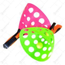 Set 3 mingi cu doua palete de tip lansatoare de mingi realizat din plastic
