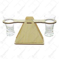 Set de 2 pahare din sticla cu suport din lemn in forma de balansoar