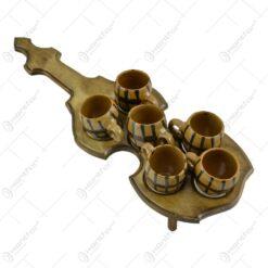 Set canite pentru bauturi spirtoase realizate din ceramica pe suport in forma de vioara realizat din lemn - Diverse modele