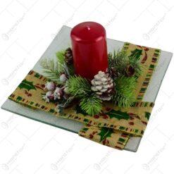 Platou decorativ cu lumanare pentru Craciun - Design cu bobite si conuri de brad (Model 2)