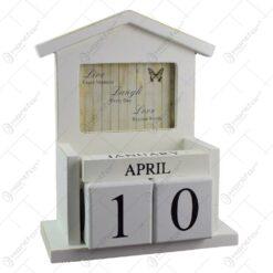 Calendar de birou realizat din lemn in forma de casuta - Design cu mesaj