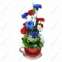 Decoratiune realizata din ceramica - Cana cu flori de camp