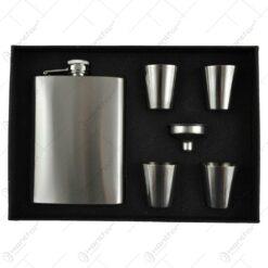 Set plosca cu 4 paharele pentru bauturi spirtoase in cutie captusita.