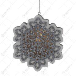 Decoratiune sezonirea cu LED realizata din lemn si material plastic - Design Fulg de nea(Cu agatatoare)