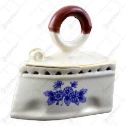 Fier de calcat cu maner mic din ceramica cu grafica- Romania