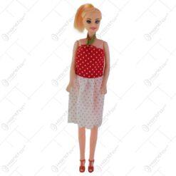 Papusa realizata din plastic cu rochie eleganta - Diferite modele