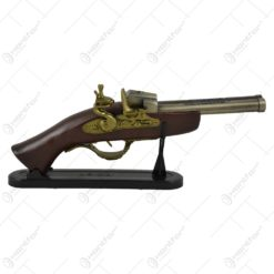 Decoratiune din lemn in forma de pistol